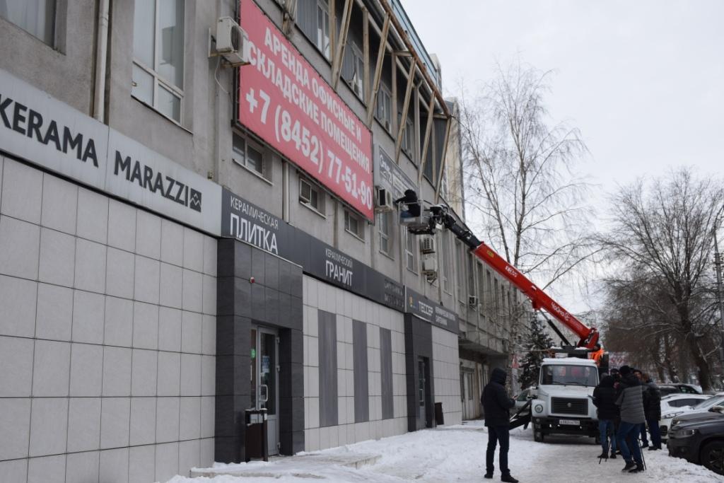 Сотрудники администрации проверяют вывески магазинов на соответствие Правилам благоустройства