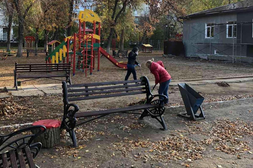 В Детском парке состоялся очередной субботник