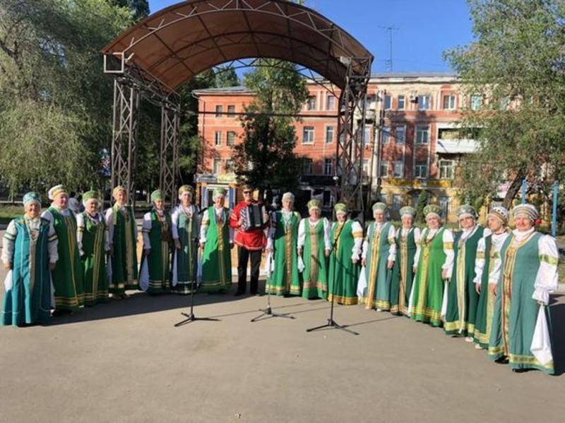 В сквере Дружбы народов состоялся отчетный концерт двух вокальных коллективов