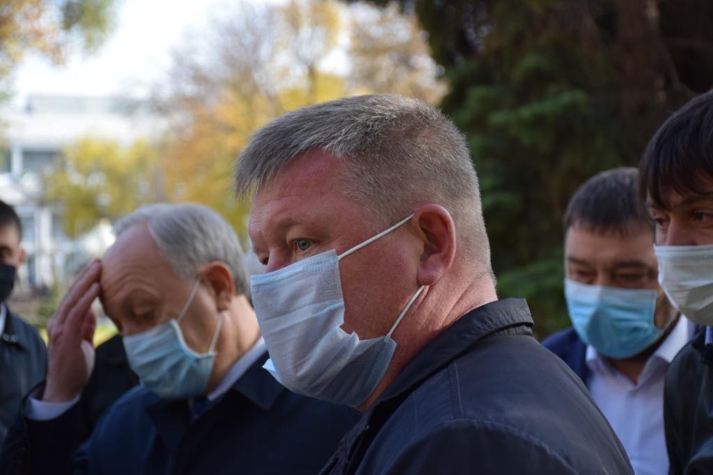 Валерий Радаев и Михаил Исаев оценили благоустройству площади Кирова