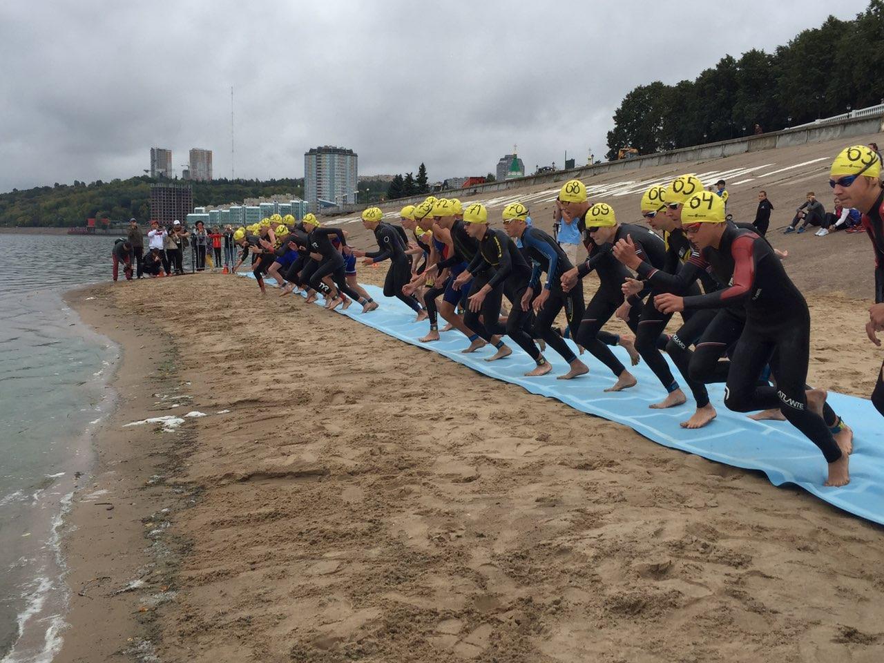 Саратовские триатлеты стали победителями Всероссийских соревнований по акватлону
