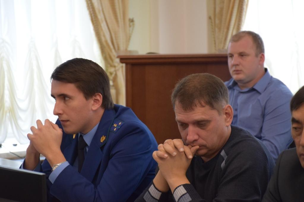 Замглавы администрации Саратова по городскому хозяйству провел совещание с руководителями управляющих организаций