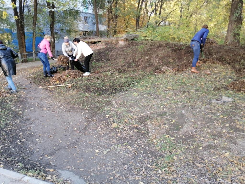 Жители Заводского района вышли на субботник