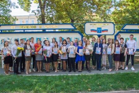 ДЕНЬ ГОРОДА – 2019: В Октябрьском районе обновлена Галерея Достижений «От успехов в школе – к успехам в жизни»