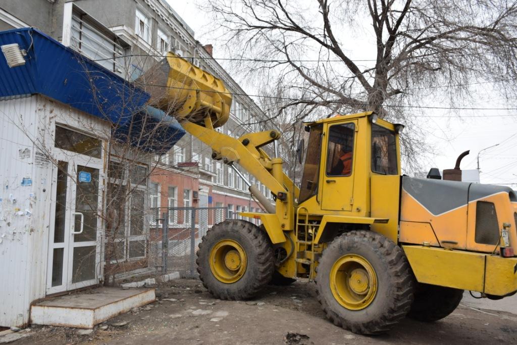 В Заводском районе снесли несколько незаконных конструкций