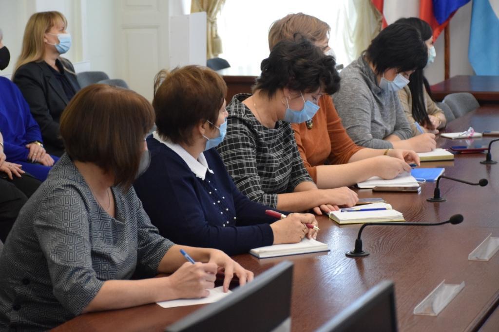 Александр Бурмак: «Расчисткой территорий объектов социальной сферы должны заниматься исключительно технические работники»