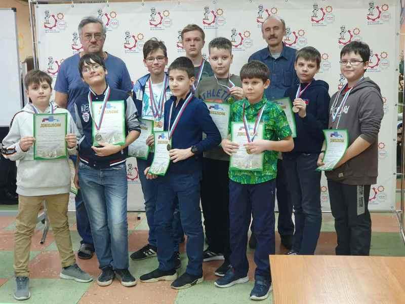 Юные спортсмены приняли участие в соревнованиях  по судомодельному спорту на закрытой акватории