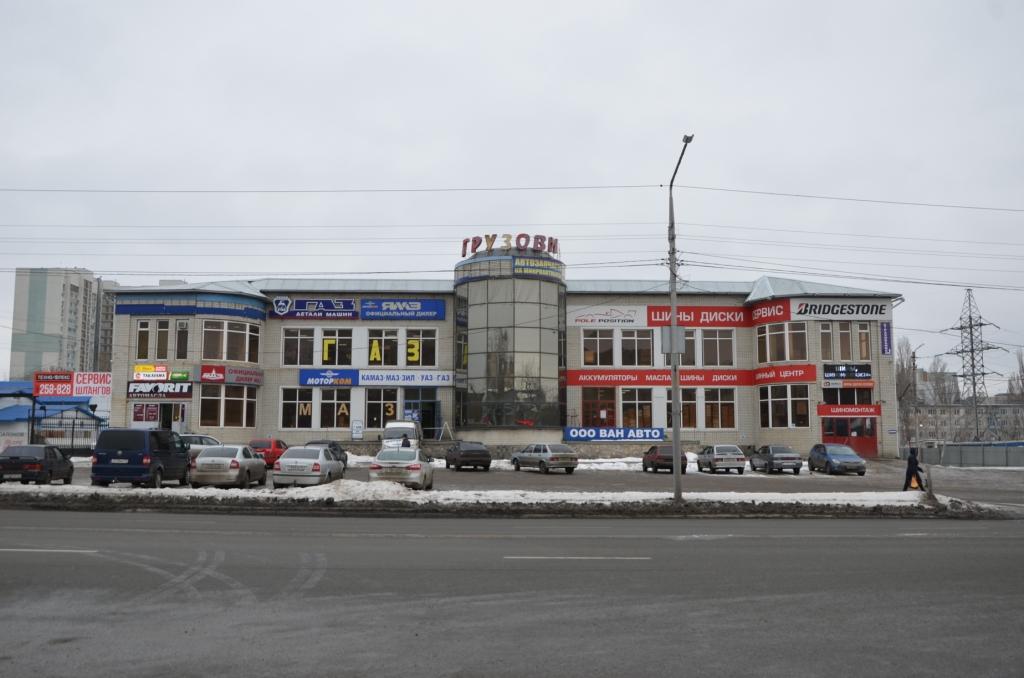 Вывески магазинов на Ново-Астраханском шоссе не соответствуют Правилам благоустройства