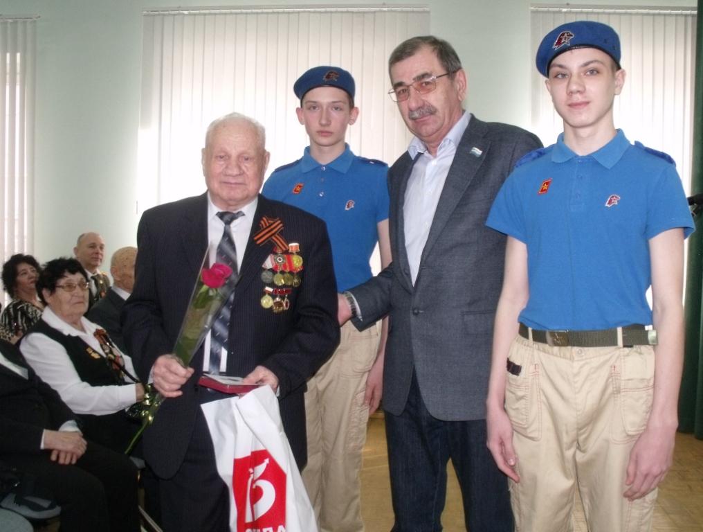 Ветеранов Фрунзенского района наградили юбилейными медалями к 75-летию Победы в Великой Отечественной Войне