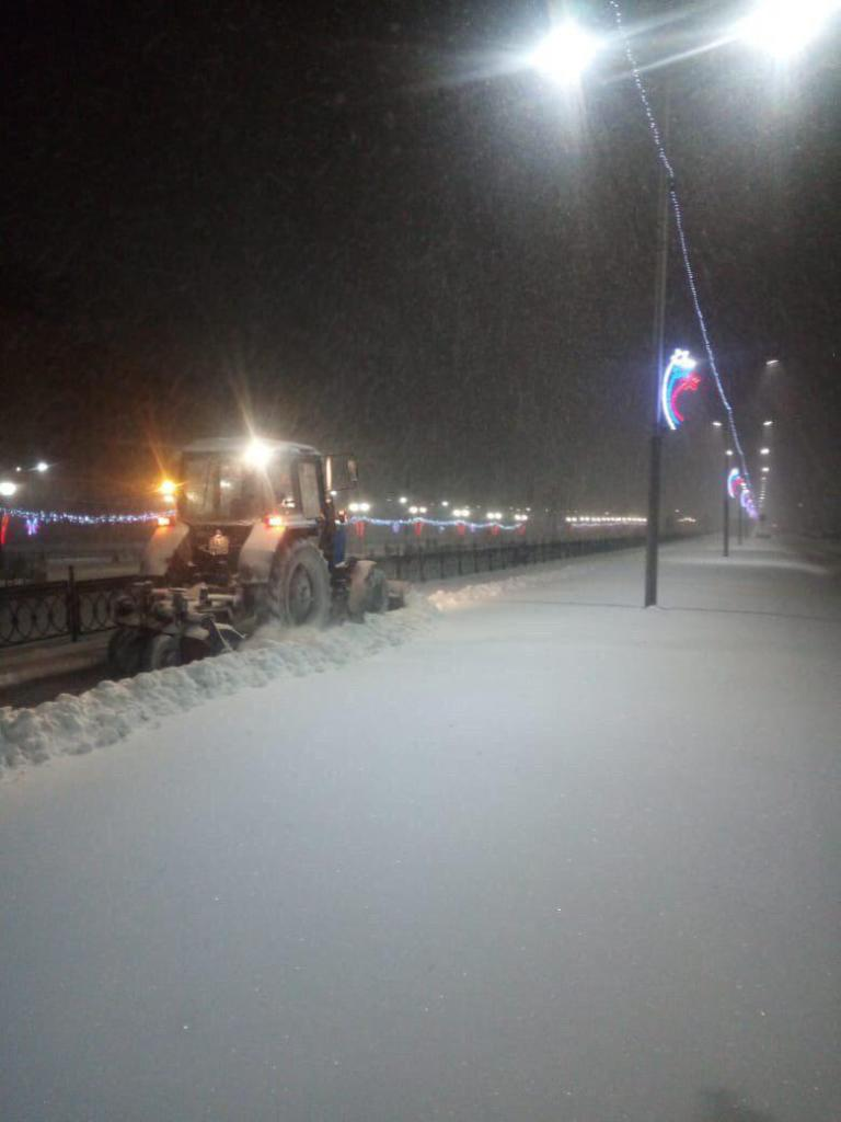 В Саратове продолжается активная очистка улиц от последствий снегопада