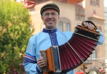 Состоится юбилейный концерт «От Волги до Енисея!» исполнителя-виртуоза на саратовской гармонике Сергея Шалимова