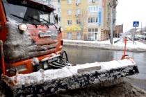 На уборке улиц Саратова задействовано около 200 единиц спецтехники