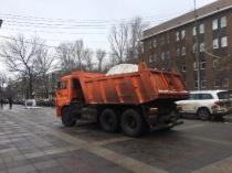 Уборка города от снега и наледи ведется круглосуточно