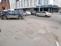 Продолжаются работы по благоустройству центра города