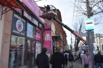 Сотрудники городского управления муниципального контроля проверили рекламные конструкции торговых помещений в центре города