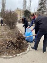 Волжский район принимает активное участие в общегородском субботнике