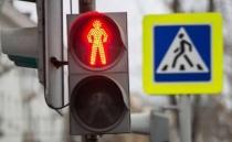 Светофоры на трех перекрестках улиц Саратова снабдили выделенной пешеходной фазой